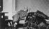 Sigmund Freud dans sa maison de campagne. Vers 1932. © Imagno/Roger-Viollet