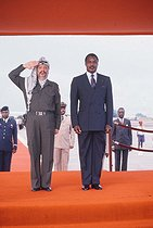 Yasser Arafat (1929-2004), head of the Palestine Liberation Organization, with Denis Sassou Nguesso (born in 1943), President of Congo. Brazzaville (Congo), April 1989. © Françoise Demulder / Roger-Viollet