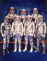 "Le groupe des ""Mercury Seven"", les sept astronautes du programme Mercury sélectionnés par la NASA le 9 avril 1959. Premier rang : Walter Schirra, Donald Slayton, John Glenn et Scott Carpenter. Second rang : Alan Shepard, Virgil Grissom et Gordon Cooper. 1959. © Oxford Science Archive / TopFoto / Roger-Viollet"