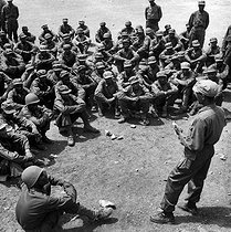 Korean War (1950-1953). Lieutenant Solomon Mokria teaching military intelligence to Ethiopian troops, May 1951. © US National Archives / Roger-Viollet