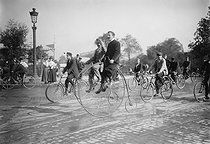 Old bicycles. Paris, Porte Maillot. 1906. © Maurice-Louis Branger/Roger-Viollet