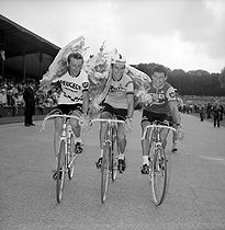 Finish of the 1969 Tour of France. Roger Pingeon (2nd), Felice Gimondi (4th) and Raymond Poulidor (3rd). © Roger-Viollet