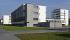 """Le """"Bauhaus"""" modernisé (architecte : Walter Gropius), bâtiment remplaçant l'institut des arts décoratifs et industriels construit en 1925-1926 (architecte :  Henry Van de Velde) et démoli pendant la Seconde Guerre mondiale. Il abrite désormais une école d'art, de design et d'architecture. Dessau-Rosslau (Allemagne), 6 octobre 2014. © Schellhorn / Ullstein Bild / Roger-Viollet"""