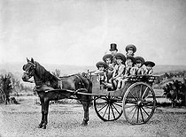 Ferdinand de Lesseps (1805-1894), French diplomat and administrator, having a ride with his daughters at the Bois de Boulogne. © Roger-Viollet