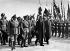 Arthur Neville Chamberlain accueilli par Joachim von Ribbentrop et d'autres personnalités nazies, à son arrivée à Munich (Allemagne). 1938. © Roger-Viollet