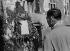 Blocus de Berlin (1948-1949). Plaque commémorative pour les pilotes tués pendant les ravitaillements par pont aérien. 15 août 1948. © Ullstein Bild / Roger-Viollet