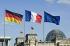 Drapeaux allemands, français et européen flottant au vent devant le Reichstag. Berlin (Allemagne), 3 mai 2007. © Ullstein Bild/Roger-Viollet