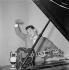 Henri Salvador (1917-2008), auteur-compositeur et chanteur français. France, vers 1950. © Gaston Paris / Roger-Viollet