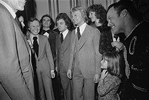 Christmas celebration at the Elysee Palace. Claude François (1939-1978), Egyptian-born French singer, with Valéry Giscard d'Estaing (born in 1926), President of the French Republic, and his wife Anne-Aymone. Paris (VIIIth arrondissement), December 1975. © Jacques Cuinières / Roger-Viollet