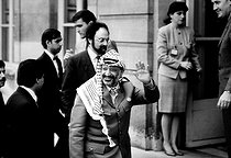 Yasser Arafat (1929-2004), Palestinian politician, greeted at the Elysee palace. Behind him, Ibrahim Souss (born in 1945), Palestinian politician. Paris, May 2nd, 1989. © Carlos Gayoso / Roger-Viollet