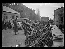 """Spanish Civil War (1936-1939). """"La Retirada"""". Weapons taken from the Spanish Republican militiamen before they enter France. Le Perthus (France), on February 6, 1939. Photograph from the """"Excelsior"""" newspaper. © Excelsior - L'Equipe / Roger-Viollet"""