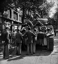 World War II. Liberation of Paris. Tank from the 2nd Armored Division commanded by General Leclerc, on August 25, 1944. © Pierre Jahan/Roger-Viollet