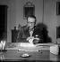 Georges Simenon (1903-1989), écrivain belge. Echandens (Suisse), 9 décembre 1963. © Roger Berson / Roger-Viollet
