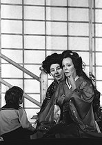 """Madama Butterfly"" by Giacomo Puccini, staging by Pierluigi Samaritani under Alain Lombard's direction. Raina Kabaivanska and Christa Ludwig. Opéra de Paris, October 1983.  © Colette Masson/Roger-Viollet"