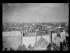 """Guerre d'Espagne (1936-1939). """"La Retirada"""". Miliciens républicains espagnols au camp d'Argelès après une semaine d'occupation. Des planches et des tôles ondulées leurs ont été donné pour construire des baraquements mais ils ont préféré brûler les planches pour se chauffer. Argelès-sur-Mer (Pyrénées-Orientales), 13 février 1939. Photographie Excelsior. © Excelsior - L'Equipe / Roger-Viollet"""