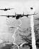 """Guerre 1939-1945. Bombardier """"Consolidated B-24 Liberator"""" de l'armée américaine survolant des positions allemandes. Normandie, juin-juillet 1944. © Ullstein Bild / Roger-Viollet"""