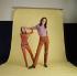"""Diana Rigg (née en 1938) tenant son portrait tiré de la série télévisée """"Chapeau melon et bottes de cuir"""", 1968.  © Jochen Harder/Ullstein Bild/Roger-Viollet"""