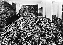 World War II. Auschwitz concentration camp : pile of shoes. © LAPI/Roger-Viollet