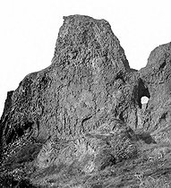 "The ""Percé Rock"". Greenland (Denmark), around 1900.  © Léon et Lévy/Roger-Viollet"