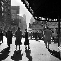 The district of Broadway, towards the 50th Street. New York (United States), December 1955. © Roger-Viollet