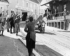 Anschluss. Soldats allemands des troupes de la Wehrmacht accueillis par la population. Autriche, 12 mars 1938. © Ullstein Bild / Roger-Viollet