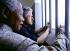 La prison de Robben Island (Afrique du Sud). Le président Clinton et Nelson Mandela dans son ancienne cellule. 27 mars 1998. Photo : Juhan Kuus.      TIW-0789       ..  © The Image Works / Roger-Viollet