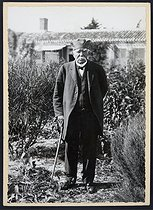 Georges Clemenceau (1841-1929), French politician, in his garden. Saint-Vincent-sur-Jard (France), circa 1928. © Roger-Viollet