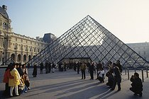 Louvre museum. The Pyramid. Architect : Ieoh Ming Pei (1917-2019). Paris (Ist arrondissement), 1992. © Jean-Pierre Couderc / Roger-Viollet