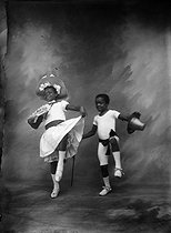 Ruth and Freddie Walker dancing the cakewalk. (They performed at the New Circus, in Paris, in the same show than a couple of white dancers, the Elks). 1902-1903. © Maurice-Louis Branger / Roger-Viollet