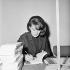 Marie Cardinal (1929-2001), femme de lettres française. Vente du Pen-Club. Paris, décembre 1963. © Roger-Viollet