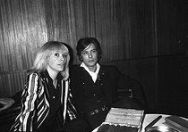 Mireille Darc (1938-2017) and Alain Delon (born in 1935), French actors, circa 1980. © Jacques Cuinières / Roger-Viollet