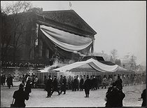 Corpse of Jean Jaurès (1859-1914), French politician, transferred to the Pantheon. Departure from the Chamber of Deputies, hearse carried by miners from Carmaux. Paris, on November 23, 1924. © Albert Harlingue/Roger-Viollet