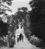 La reproduction du temple de Vesta à Rome dans le parc des Buttes-Chaumont. Paris (XIXème arr.), vers 1900. © Léon et Lévy/Roger-Viollet