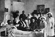 Grand Duchesses Anastasia and Maria, daughters of Czar Nicholas II of Russia, visiting with wounded soldiers in a military hospital. 1915. © Ullstein Bild / Roger-Viollet