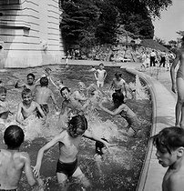 Children bathing in a pond in Montmartre. Paris (XVIIIth arrondissement), July 1952. Photograph by Roger Berson. © Roger Berson/Roger-Viollet
