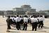 Etudiants devant le Kumsusan Memorial Palace où repose Kim Il Sung. 5 mai 2008. © Ullstein Bild / Roger-Viollet
