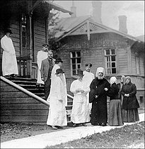 Doctors, priest and women. Cholera epidemic in Russia, 1910.  © Roger-Viollet