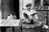 On tue le cochon : préparation d'une tête. France, vers 1930. © Roger-Viollet