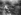 Guerre 1914-1918. Soldats du 11ème régiment de Leicester de l'armée britannique et leurs mitrailleuses dans une tranchée ennemie de deuxième ligne, lors de la première bataille de Cambrai (Pas-de-Calais). Ribécourt-la-Tour (Pas-de-Calais), 20 novembre 1917. © TopFoto/Roger-Viollet