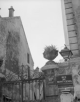 "Montmartre. Detail of the sign of the restaurant ""Chez Patachou"", 11 bis rue du Mont-Cenis. Paris (XVIIIth arrondissement), 1947. Photograph by René Giton (known as René-Jacques, 1908-2003). Bibliothèque historique de la Ville de Paris. © René-Jacques / BHVP / Roger-Viollet"