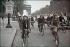 Guerre 1939-1945. Les Champs-Elysées, Paris, 1942. Photographie d'André Zucca (1897-1973), couleurs d'origine restaurées. Bibliothèque historique de la Ville de Paris. © André Zucca/BHVP/Roger-Viollet