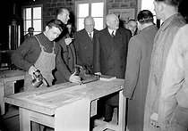 Maurice Lemaire, Minister for Housing and Reconstruction, visiting a training school of the building sector. Trappes (France), on January 15, 1954. © Roger-Viollet