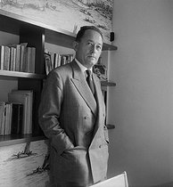 Pierre Seghers (1906-1987), French writer and publisher, in 1954. © Bernard Lipnitzki/Roger-Viollet