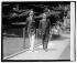James M. Cox (1870-1957) et Franklin D. Roosevelt (1882-1945), hommes politiques américains, se rendant à la Maison Blanche pour une conférence avec le président Thomas Woodrow Wilson. Washington D.C. (Etats-Unis), 1920. © The Image Works/Roger-Viollet