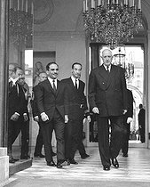 Charles de Gaulle (1890-1970), President of the French Republic, greeting King Hussein of Jordan (1935-1999). Paris, Elysée Palace, May 1968. © Roger-Viollet