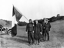 First Channel crossing by plane. Fontaine and his flag, greeting Louis Blériot (1872-1936), French airman, at his arrival in Dover, on July 25, 1909.   © Roger-Viollet