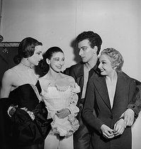 Colette Marchand (1925-2015) French dancer, Margot Fonteyn (1919-1991) British dancer, Roland Petit (1924-2011) French dancer, and choreographer, and Zizi Jeanmaire (1924-2020), French dancer and music hall artist. Ballets de Paris. May 1948. © Boris Lipnitzki / Roger-Viollet