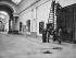 Paris, musée du Louvre. Works of redevelopment of the Grande Galerie. Hanging of paintings, 1947. © Pierre Jahan / Roger-Viollet