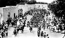 Mexican revolution, 1910-1920. Victorious entrance of federal troops in a city, near Torreon, after having repulsed the troops of Pancho Villa. May 26, 1914. © Albert Harlingue/Roger-Viollet