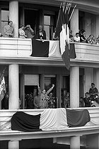 Algerian War (1954-1962). The General de Gaulle and Jacques Soustelle (on his left), at the balcony of the General Government. Algiers (Algeria), on June 5, 1958. © Bernard Lipnitzki / Roger-Viollet